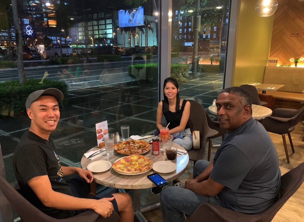 living in Manila, dining out